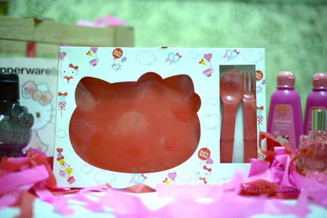 hello-kitty-surprise-hello-kitty-dining-plate-with-matching-cutlery-set