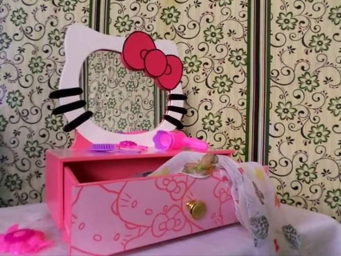 Hello Kitty Items from Tupperware